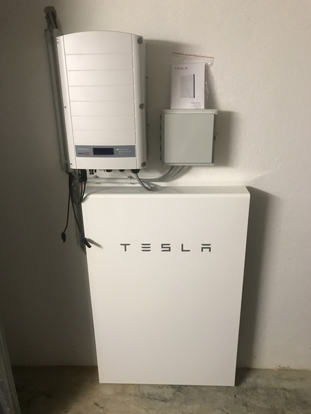 solarstromspeicher kaufen tesla powerwall. Black Bedroom Furniture Sets. Home Design Ideas
